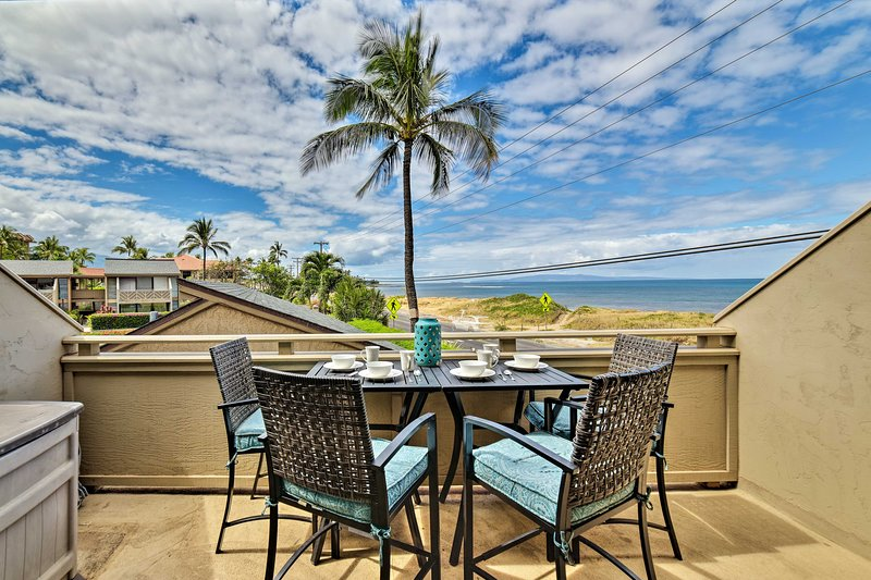 Ce balcon privé offre une vue imprenable sur l'océan.