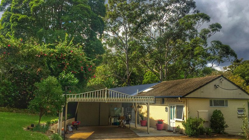 Room 'Bliss' in a Charming Home at a Beautiful Location in Sydney's Green Heart! – semesterbostad i Waitara