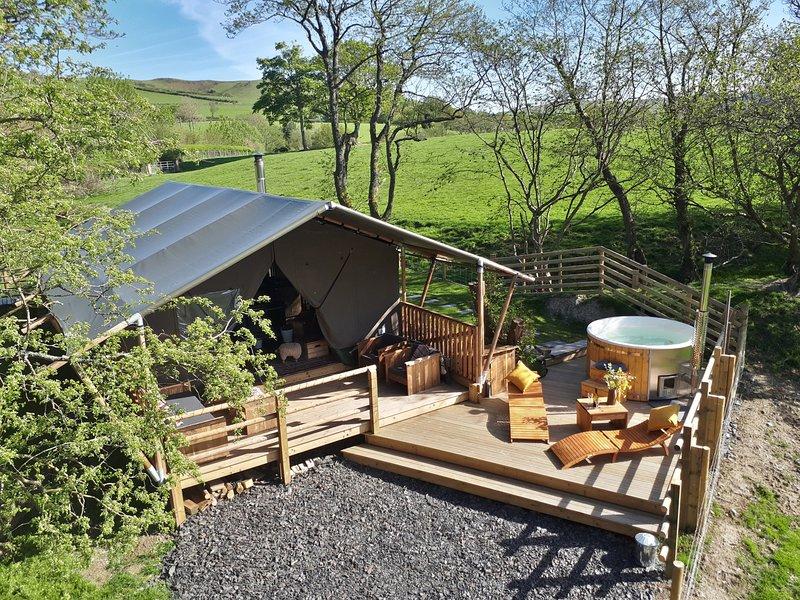 SAFARI TENT, cosy cabin style, near Rhayader, aluguéis de temporada em Abbeycwmhir