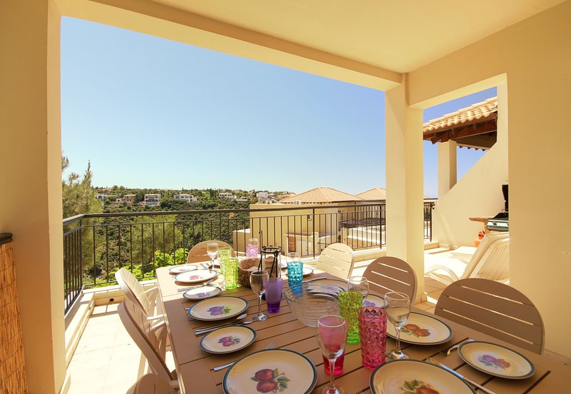 Great large balcony for dining & chilling out!