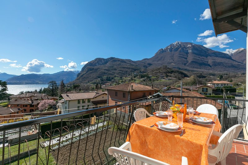 Comedor al aire libre con impresionantes vistas del lago