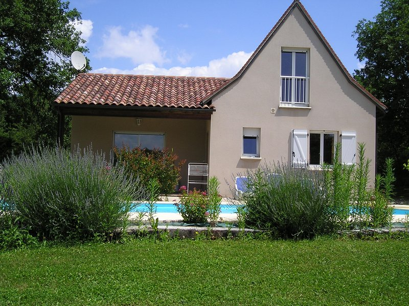 Spacious villa with swimming-pool, holiday rental in Rignac
