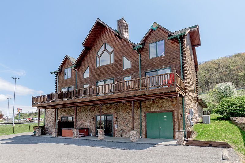 The Lodge at McHenry Cove Marina, holiday rental in McHenry