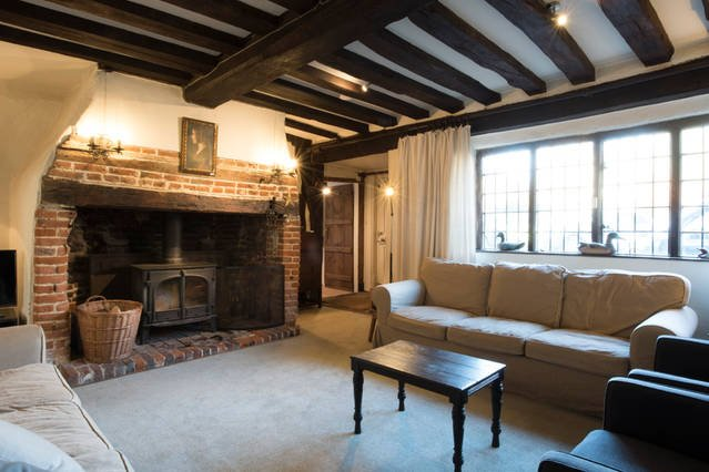 The Bell House- Beautiful 16th century cottage on the village green, vacation rental in Stourmouth