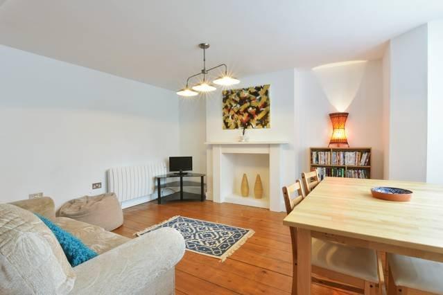 Victoria Gardens - basement apartment by the sea, location de vacances à Ramsgate