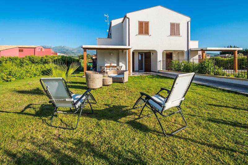 Villa Laura...Vacanza in stile moderno, holiday rental in Lascari