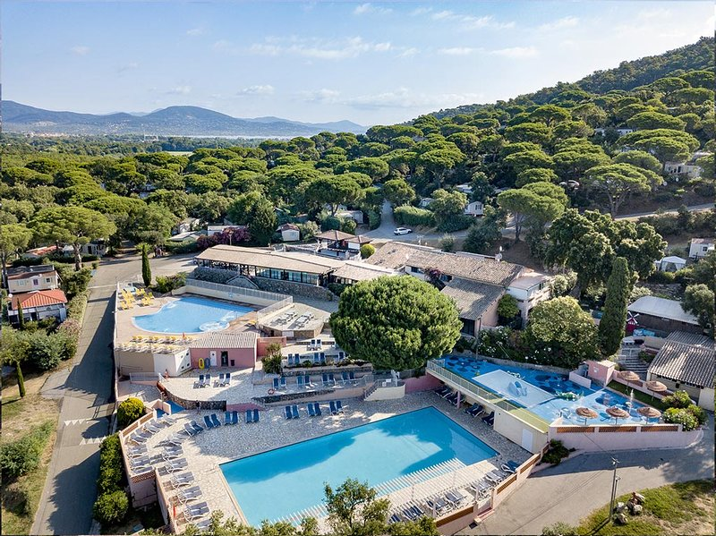 Nice property with pool access, location de vacances à Gassin