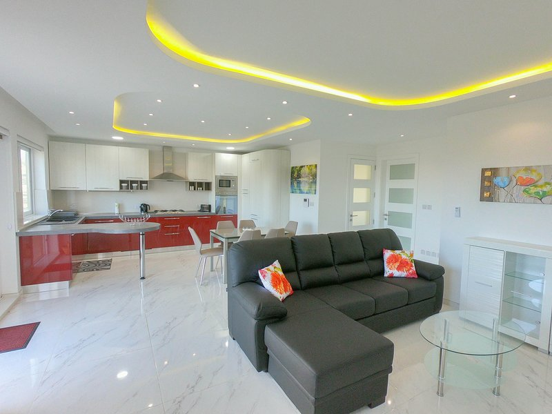 G1 Luxury Penthouse close to Golden Bay, holiday rental in Mgarr