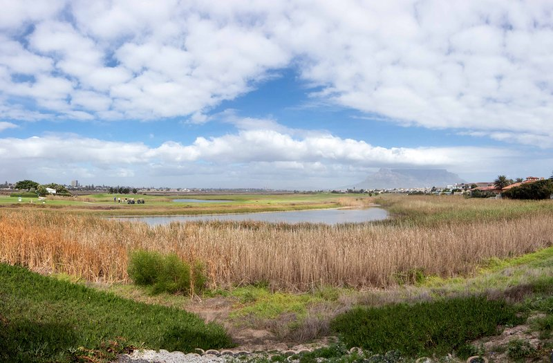 Gaia Guest House is situated on a peaceful vlei, with mutiple species of birds and beautiful views!