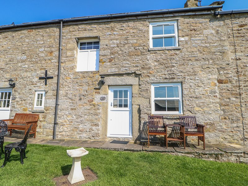 GOLDSBOROUGHT COTTAGE, pet-friendly, WiFi, near Middleton in Teesdale, holiday rental in Bowes