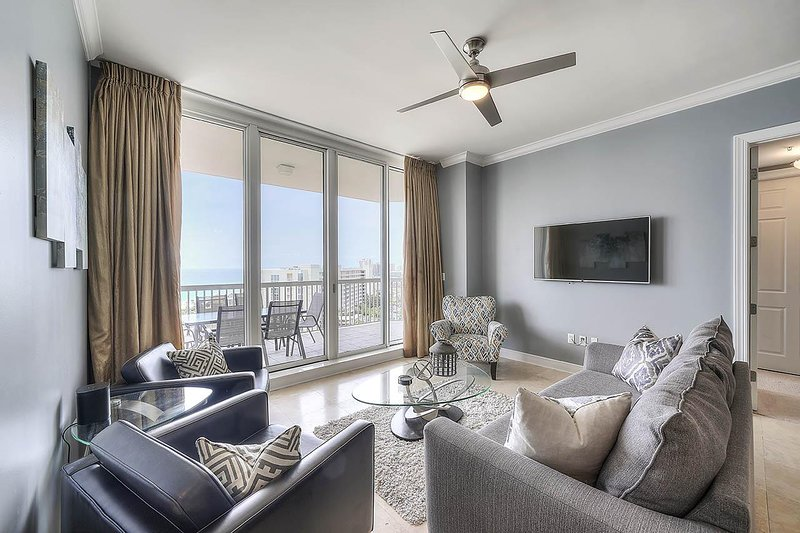 Building,Indoors,Room,Living Room,Ceiling Fan