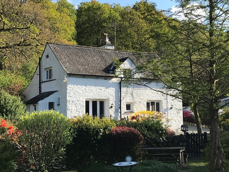 Halfway House 4* Lakeland 17th century cottage, Ambleside – semesterbostad i Lake District