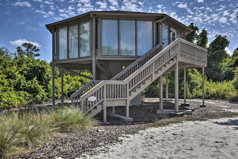 'A Little Taste of Paris' Treehouse on Lake Marion, holiday rental in Lake Hamilton