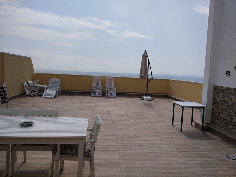 ATICO EN PRIMERA LÍNEA  DE PLAYA IMPRESIONANTES VISTAS, holiday rental in Alginet