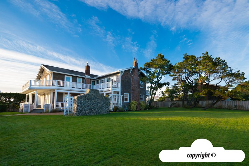 266 6th St - McCORMICK MANSION: HOT TUB + PET FRIENDLY, vacation rental in Gearhart