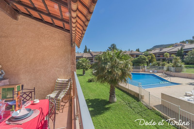 Splendid flat with terrace and swimming pool - Dodo et Tartine, vacation rental in Le Pradet