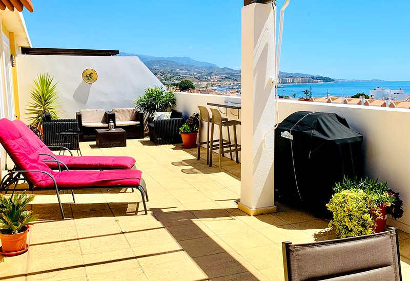 Penthouse med havsutsikt, stor terrass och pool, vacation rental in Torre del Mar
