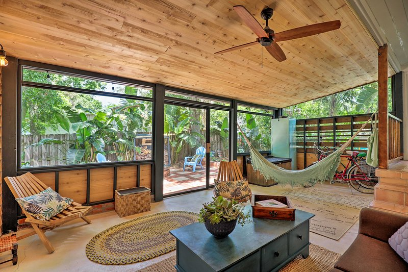 Discover tropical paradise at the 'Seaglass Bungalow' studio in St. Augustine!