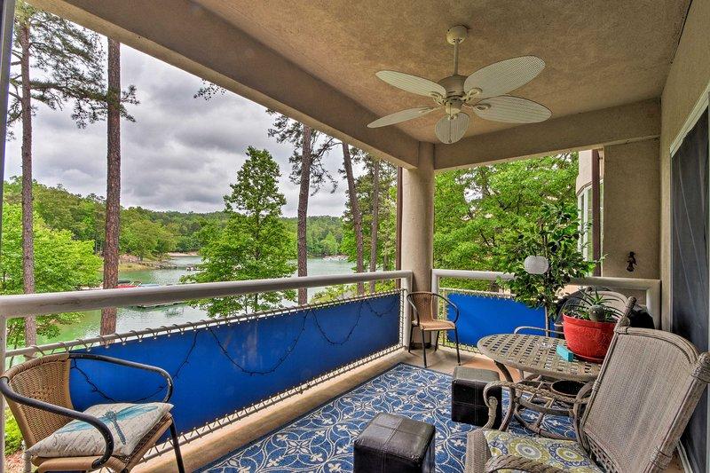 Lakefront Condo w/ Resort-Style Amenities +Marina, vacation rental in Pickens
