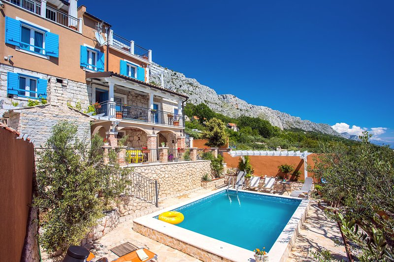 Villa Diana with private pool, gym, sauna, kids playground, and amazing sea view, holiday rental in Krilo Jesenice