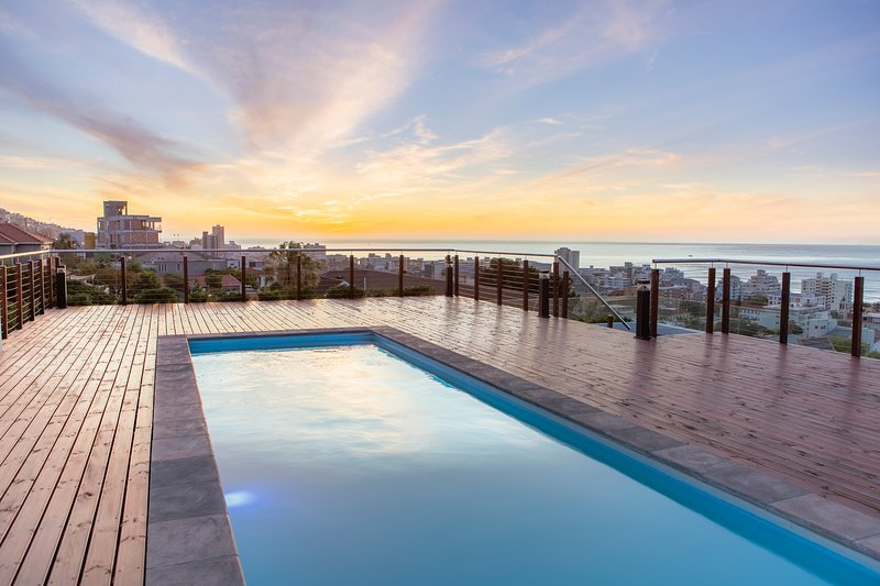 Elements Luxury Suite - Deluxe 2 Bedroom, aluguéis de temporada em Sea Point