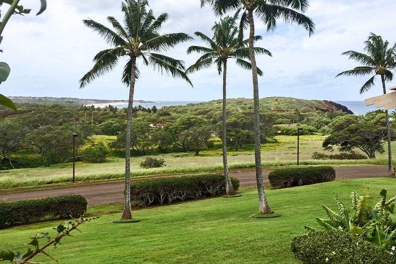 Coastal Resort Condo + Lanai: Walk to Kepuhi Beach, aluguéis de temporada em Maunaloa