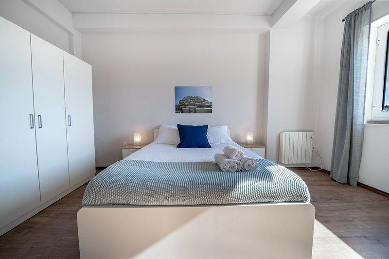 Elísio de Moura - Apartamento para Grupos e Famílias, holiday rental in Amares
