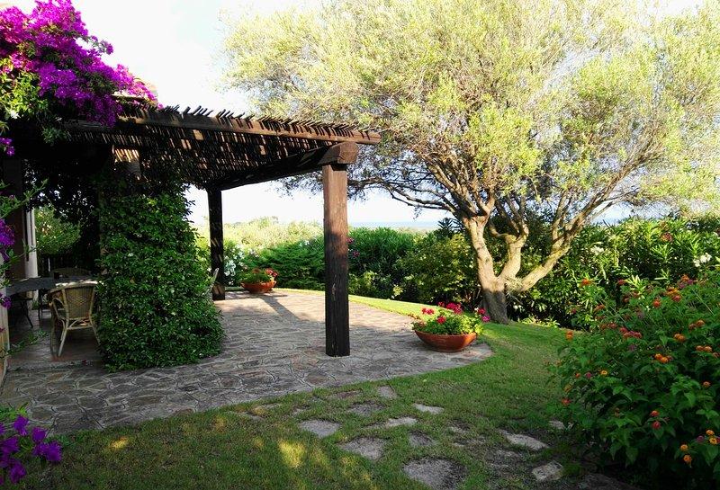 Gorgeous seaview Sardinian Villa w/ private garden, holiday rental in Nuragheddu