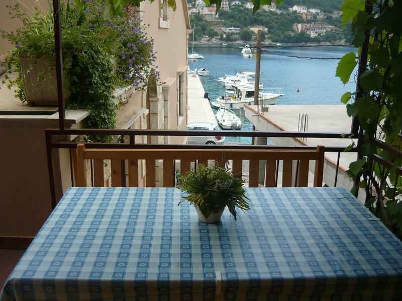 Zdravko - 10m from the sea: A1(4+1) - Brna, holiday rental in Brna