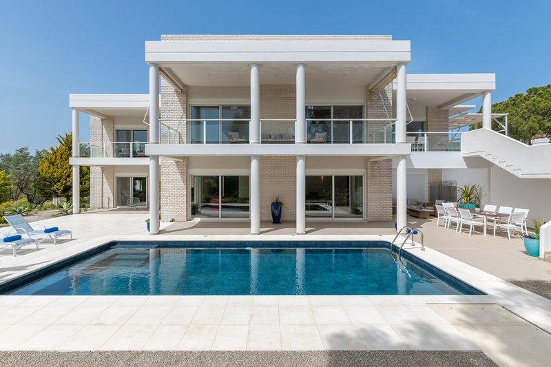 Hilltop Luxury Villa, location de vacances à Petaloudes