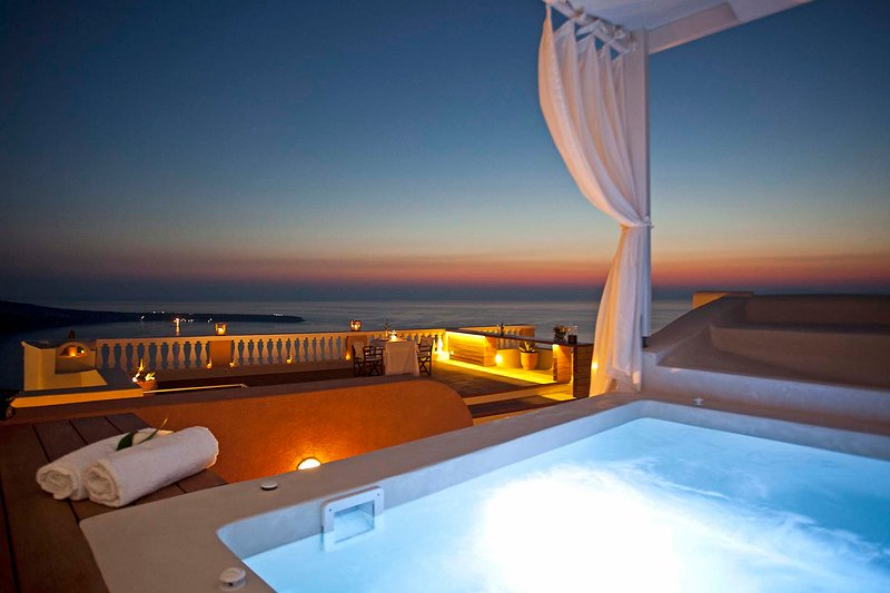 BlueVillas | Villa Oia | Outdoor heated jacuzzi with sea view, vacation rental in Oia