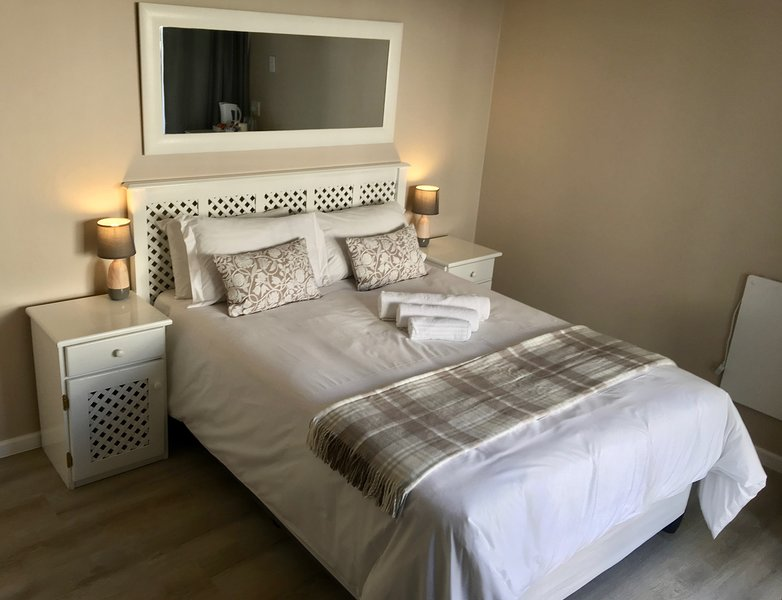 La Mer Guesthouse Double Room 12, holiday rental in Humewood