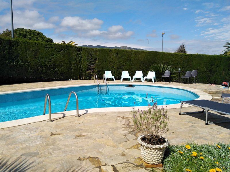 Large House near the beach, vacation rental in Montgat
