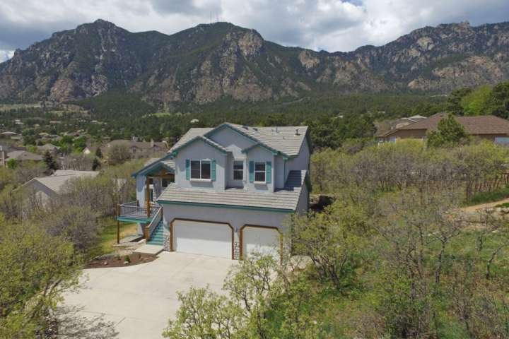 *Monthly Rates Available!*CHEYENNE MTN! Well appointed! 5 Miles to The Broadmoor, holiday rental in Fort Carson