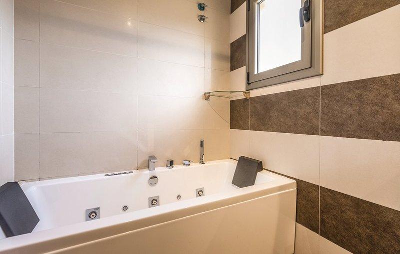 Whirlpool bathtub suite