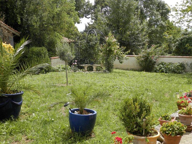 Maison de charme dans le Gers, vacation rental in Giscaro