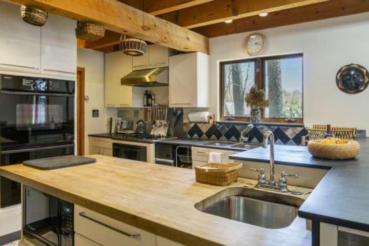 3 Waschbecken, 2 Backöfen, ein fantastischer Arbeitsbereich für diejenigen, die gerne kochen!