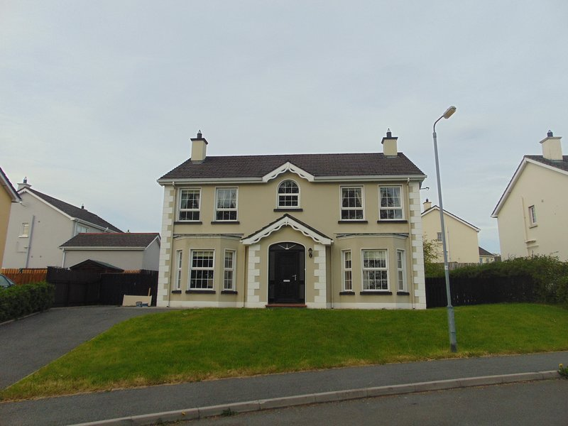 Large Luxurious home The Rectory, Fahan, Co. Donegal by Wild Atlantic Wanderer, holiday rental in Ramelton