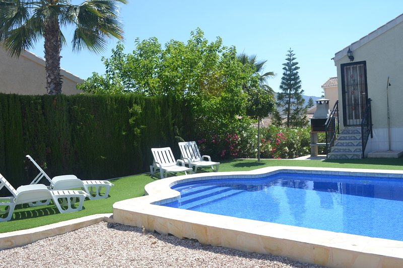 Lovely Detached Villa with large private pool, vacation rental in Mazarron