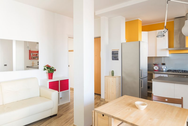 SHORT TERM RENTAL MILAN APARTMENT WITH ONE BEDROOM AND TERRACE