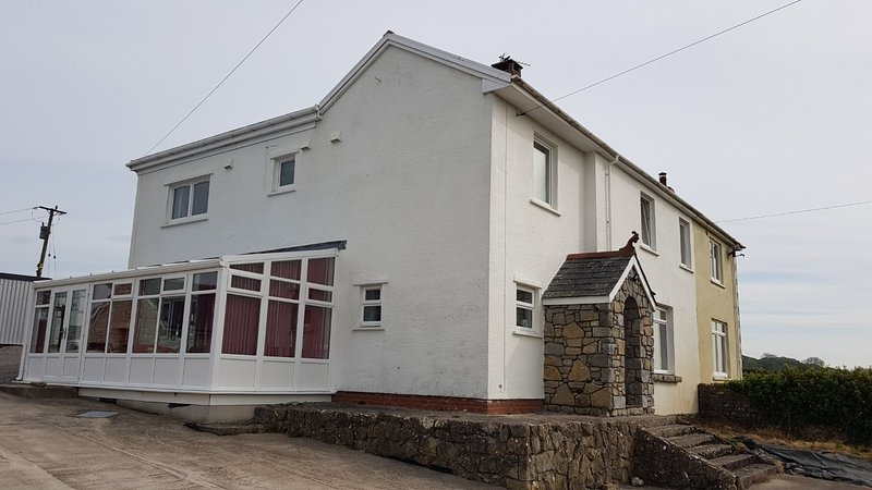 The Great White House - near cardiff, holiday rental in Monknash
