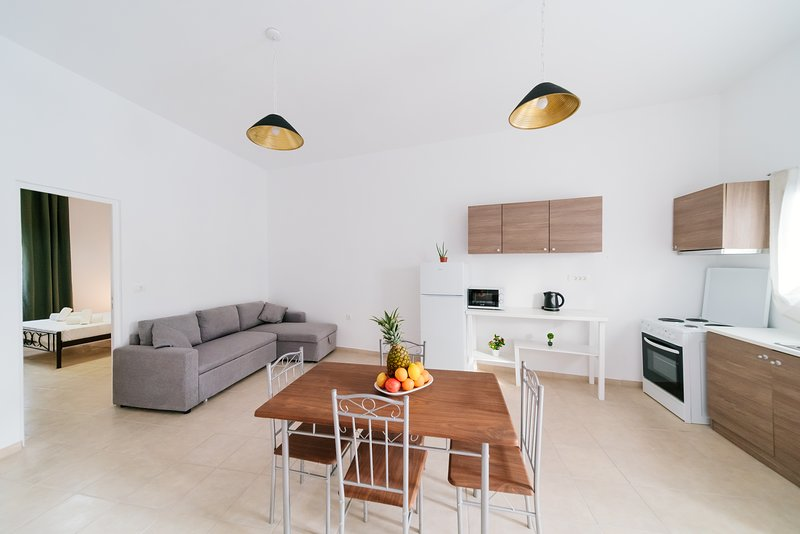 EXTRA LARGE AMPLE SANTORINI TRADITIONAL HOUSE, location de vacances à Vlychada