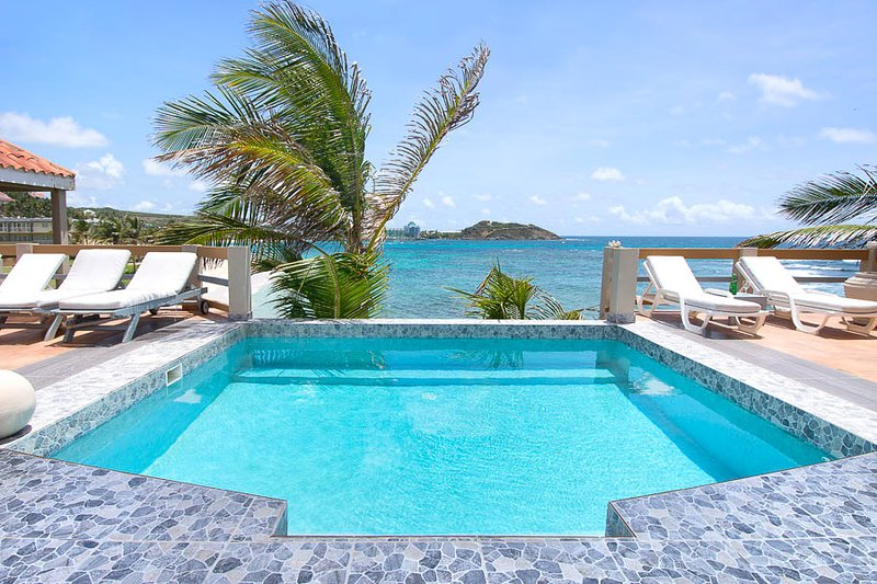 BELL'MARE... Endless visions of blue await you at this affordable oceanfront vil, holiday rental in Sint Maarten