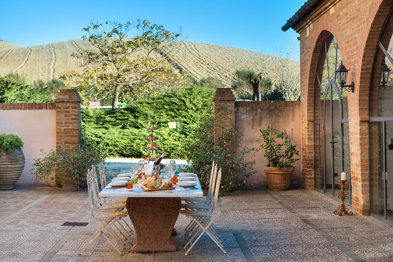 Torrenieri Villa Sleeps 11 with Pool and Air Con - 5793208, vacation rental in Vergelle
