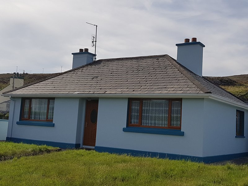Holiday/Vacation Cottage in the heart of Glencolmcille, location de vacances à Kilcar