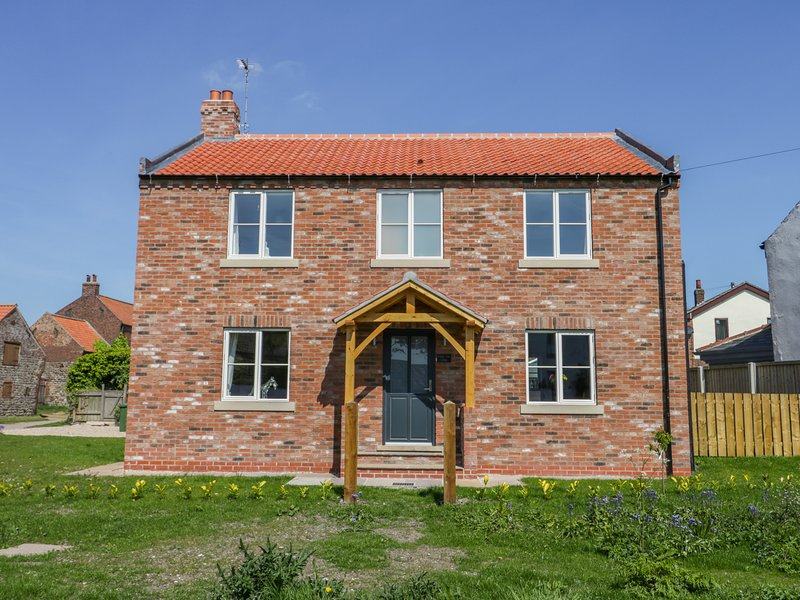 CHERRY TREE COTTAGE, WiFi, pet-friendly, Atwick, holiday rental in Brandesburton