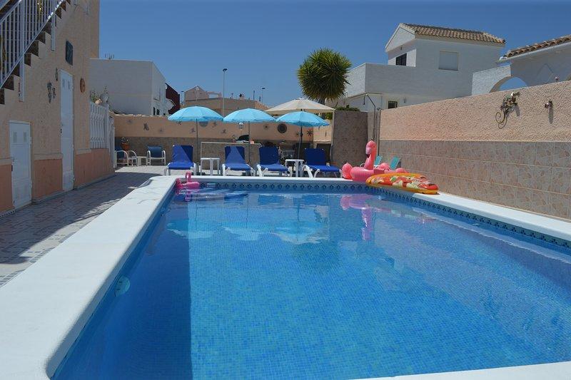 Detached Villa, Walk to Golf, Large Private Pool, alquiler de vacaciones en Mazarrón