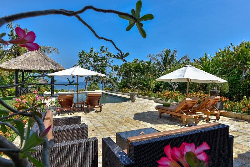 Kundalini Beachfront House 5* 'Cantik' with priv cook, Ferienwohnung in Umeanyar
