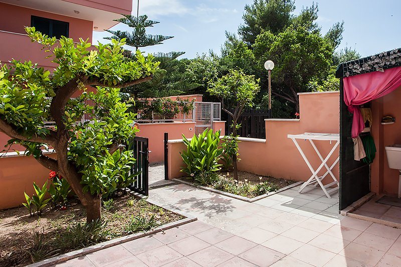 Casa vicino spiaggia e servizi con 2 camere m152, vacation rental in Melendugno