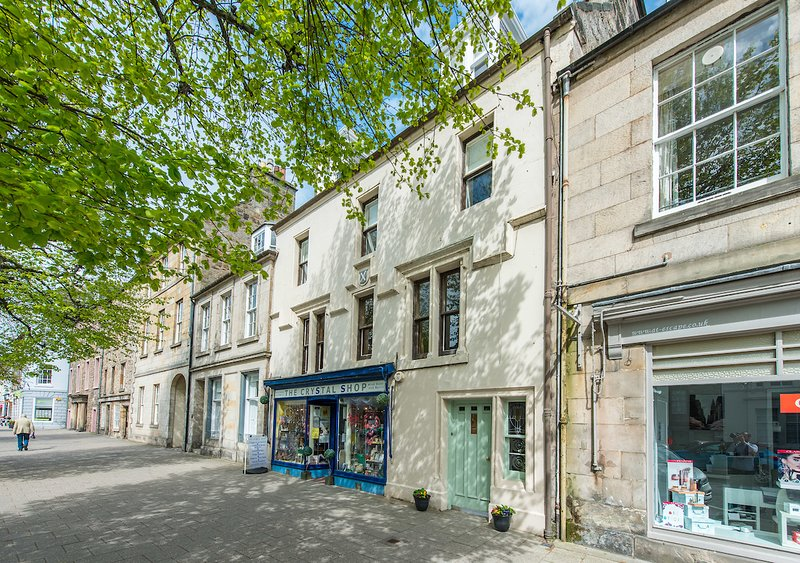 59 South Street - Historic Townhouse - Sleeps 10 house in central St Andrews, vacation rental in St. Andrews
